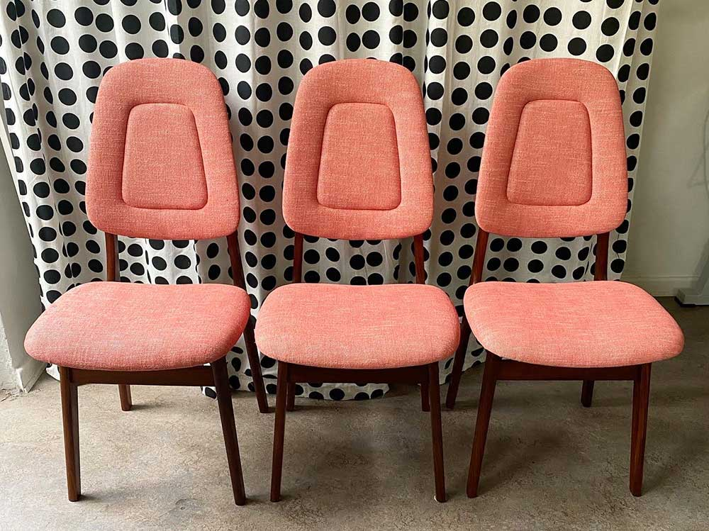 Omklädda stolar från tapetserarverkstaden