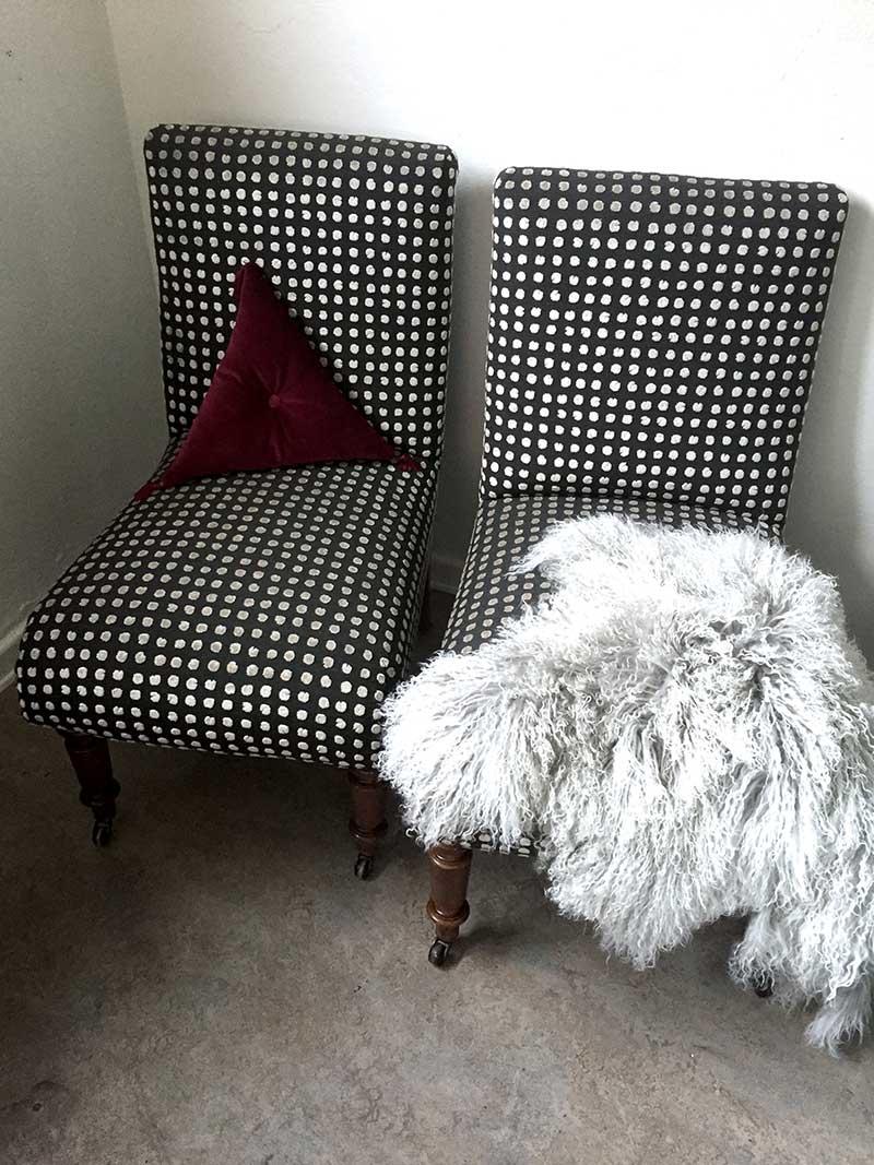 Omklädda stolar - trekantig kudde i egen design